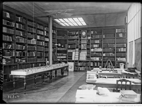 Bibliothèque de la Société de géographie [en 1921, intérieur du 184 boulevard St Germain, Paris] : [photographie de presse] / [Agence Rol]